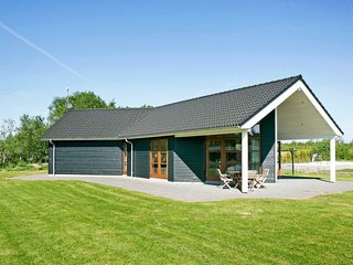 Somerlyst Holiday Home Sleeps 8 with WiFi - 5042801