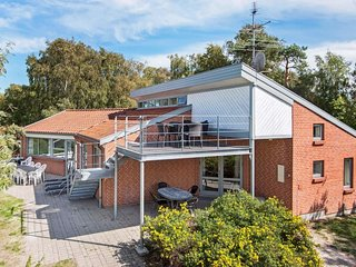 Oerne Holiday Home Sleeps 12 with Pool and WiFi - 5674790