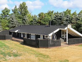 Rimmen Holiday Home Sleeps 9 with Pool and WiFi - 5718736