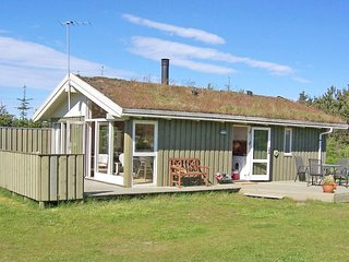 Blokhus Holiday Home Sleeps 6 with WiFi - 5042929