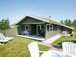 Blokhus Holiday Home Sleeps 6 with WiFi - 5042928
