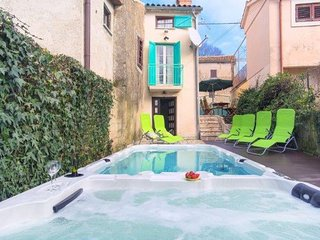 Gracisce Holiday Home Sleeps 8 with Pool and Air Con - 5775789