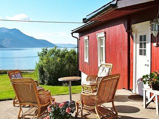 Straumsbukta Holiday Home Sleeps 6 with WiFi - 5177292