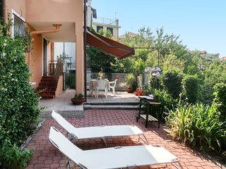 1 bedroom Villa with WiFi and Walk to Shops - 5657039
