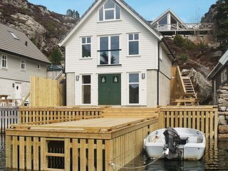 Steinsbo Holiday Home Sleeps 10 with WiFi - 5177428