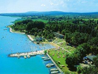 Balatonfured Holiday Home Sleeps 6 with Pool Air Con and Free WiFi