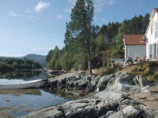 Kjellsund Holiday Home Sleeps 9 - 5178251