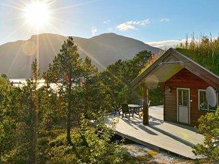 Skjelvik Holiday Home Sleeps 6 - 5365281