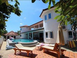 4 Bedroom Villa Hua Hin (Khao Noi Village)