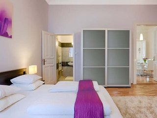 First Class Apartment - 160 sq.m,  4 Bedrooms + 4 Bathrooms, in centre