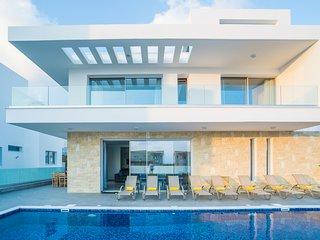 Villa Thalassa 5 Bedroom 6 Bathroom Villa 200m from Coast.