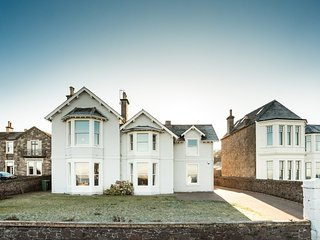 Beautiful spacious ground floor Victorian apartment, located on the beach front