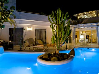 Villa MIA with Heated pool 260 and Jacuzzi.
