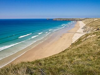 Surf's Up, D4 Atlantic Bay Apartments, Perranporth - Right beside the beach!