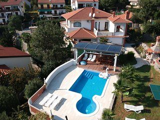 Pobri Apartment Sleeps 5 with Pool Air Con and WiFi - 5761828