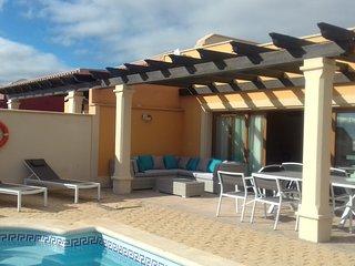 Espléndida villa con piscina privada con vistas al mar