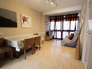 2 bedroom Apartment with Air Con, WiFi and Walk to Beach & Shops - 5802987