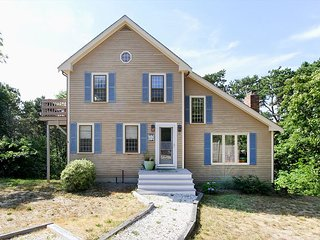 5BR Multi-Level home with 3 Decks, Outdoor Shower, 6 Minutes to Town Pier & B