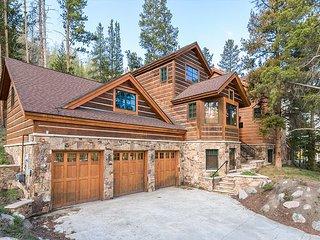 6BR/6.5BA Luxury Mountain Estate w/ Hot Tub, Home Theatre, 5 Fireplaces & Spa