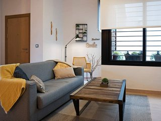 UrbanChic 1-BR in Historic Centre w Rooftop Pool