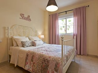 UrbanChic Peaceful 2-BR 2-BA Golf Oasis in Benalmadena