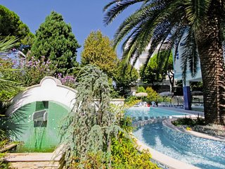 Pineto Apartment Sleeps 4 with Pool Air Con and WiFi - 5815082
