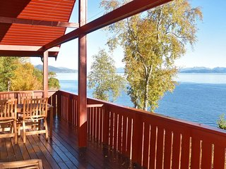 Nordre Heggdal Holiday Home Sleeps 8 with WiFi - 5481274