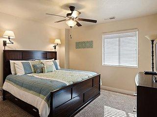 Red Rock Retreat - 4 Bedrooms/2.5 bath/sleeps 12