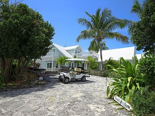 Luxury 3BR w/Private Heated Pool, Walk to Town, Beach. GOLF CART INCLUDED