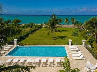 Ultra Luxury Two Bedroom Penthouse w/ Spectacular Ocean Views, Pool, Beach