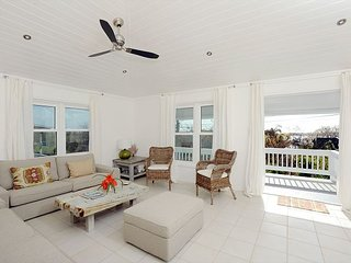 Romantic, luxurious cottage with stylish comtemporary decors, ocean views.