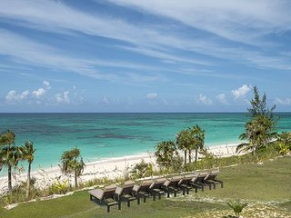 Brand New Beachfront House w/Private Pool, Resort Privileges and Amenities