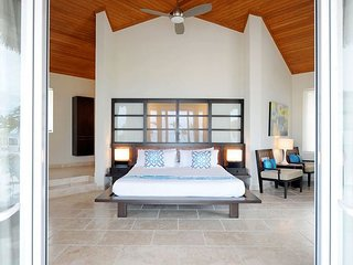 Luxury Bungalow Steps from Beach with Club Privileges, Pool, Restaurant