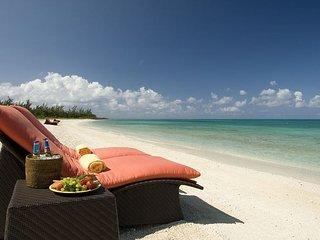 Luxurious Two-bedroom Townhouse in New Oceanfront Resort, Free Flights