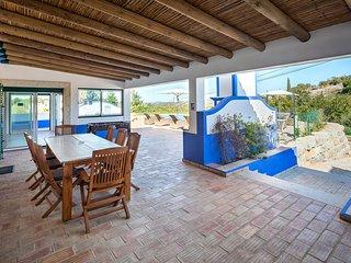 Aroal Villa Sleeps 6 with Pool Air Con and WiFi - 5693961