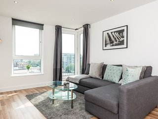 Charming City Centre Apt with Free Netflix!