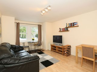 Modern Central Aberdeen City 2 Dbl Bed Home - less than a mile from Links Golf!