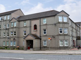 Dwellcome Home: Modern Central Aberdeen City 2 Dbl Bed Home
