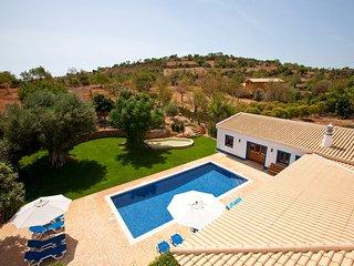 Aroal Villa Sleeps 10 with Pool Air Con and WiFi - 5693956