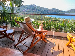 C'est la Vie. (Every) room with a view. Upscale. La Ropa, Zihuatanejo