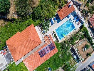 Villa Art Gallery - Four Bedroom Villa with Terrace and Swimming Pool