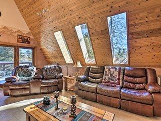Cozy Angel Fire Cabin 10 Min from Ski Slopes!