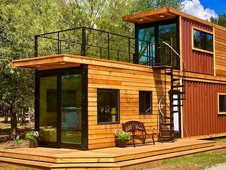 Stunning Container Home 'The Helm' 12 min to Silos