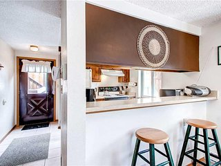 Charming Condo with Wood Fireplace, near Shuttle Stop and Main Street!