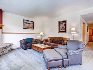 Beautiful Condo with Gas Fireplace and Private Hot Tub, 4 Blocks to Peak 9!