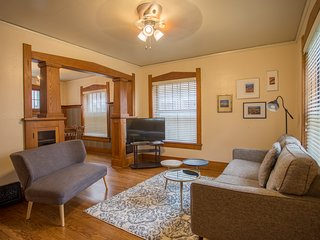 Charming 2 Story In the Heart of Omaha! Sleeps 7!