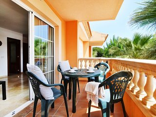 Cozy apartment a short walk away (456 m) from the 'Playa Caseta de Capellans' in
