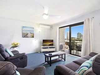 Skyline Unit 12 - Central location overlooking Coolangatta