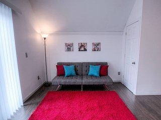 Ideally Located Modern Midtown Space! Sleeps 6!