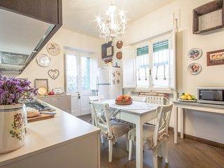 Lido di Camaiore Holiday Home Sleeps 7 with WiFi - 5759075
